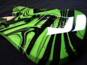 Делаем завихрени на корпусе гитары из краски